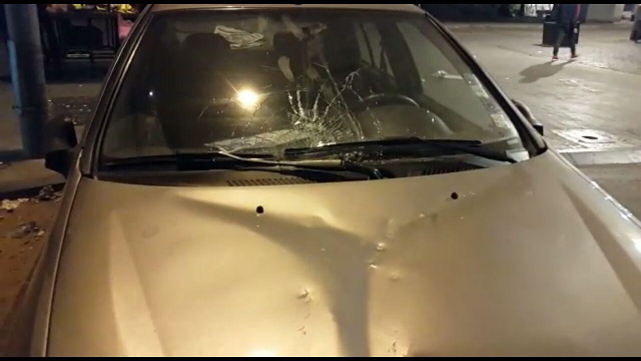بالصور مشرمل يلحق اضرارا بسيارات مركونة في حي درب غلف بالجديدة
