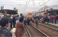 مسؤول في محطة الوازيس يتهكم على دكالة بعد احتجاج الركاب على تاخير القطار المتوجه الى الجديدة بساعتين ونصف